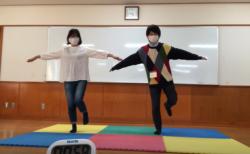 【おうちあそび】1分間の片足立ちにチャレンジ!